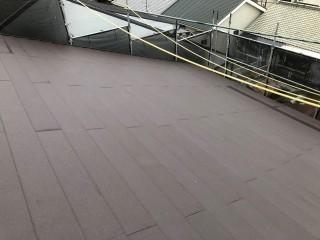 差し掛け屋根にガルテクトを設置