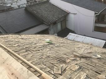 瓦を剥がした屋根の様子