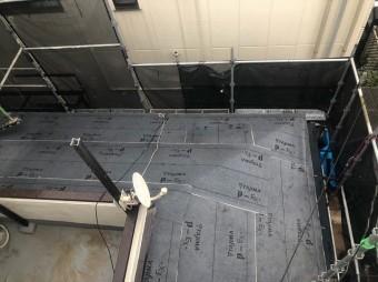 下屋と庇に防水紙設置