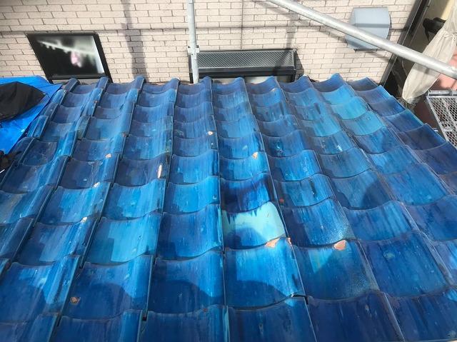 青い瓦屋根の経年劣化
