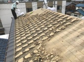 いぶし瓦の撤去と葺き土