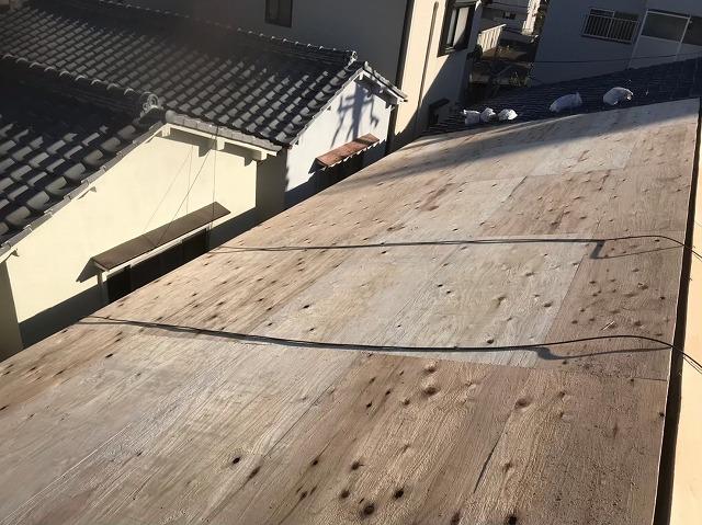 奈良市で屋根に貼った新しい野地板
