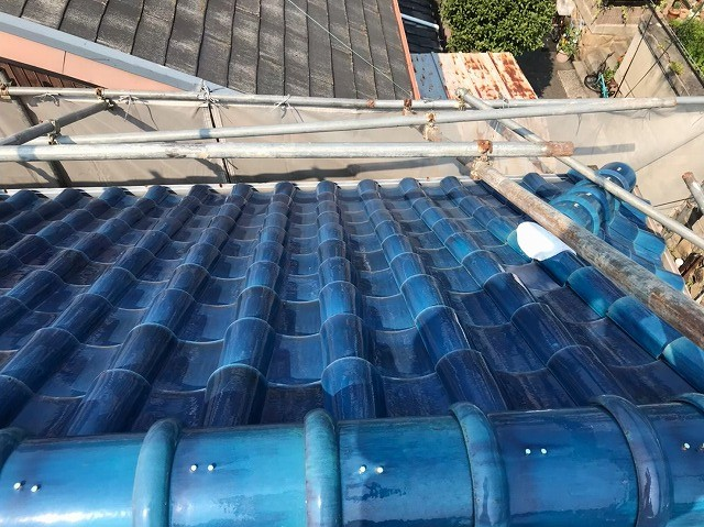 御所市の青色釉薬瓦屋根施工前