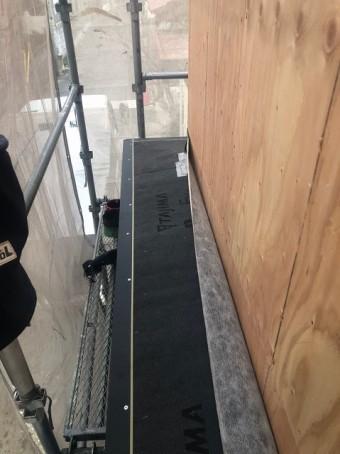 香芝市の庇の施工中