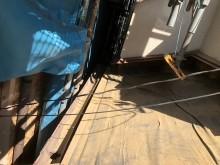 下屋の瓦の解体と足場