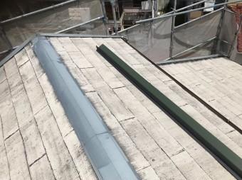 スレートの棟板金を外しカバー工法
