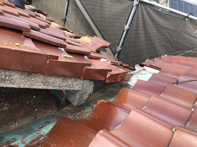 棟違い屋根の境目部分