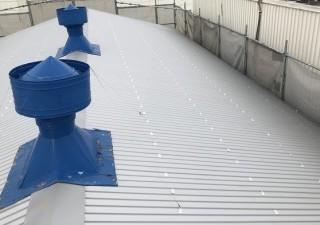 王寺町でカバー工法工事でリファインルーフ屋根に変身
