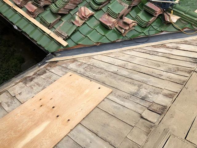 緑の瓦再利用、葺き土の撤去