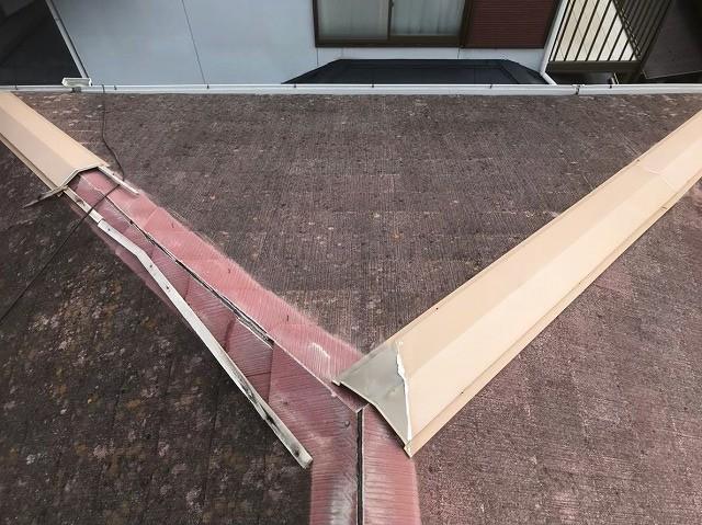田原本町で棟板金が剥がれたカラーベスト屋根