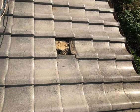 御所市で平瓦の撤去と葺き土の撤去
