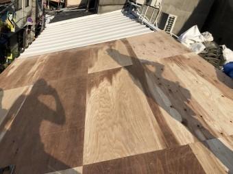野地板を増し張りした屋根