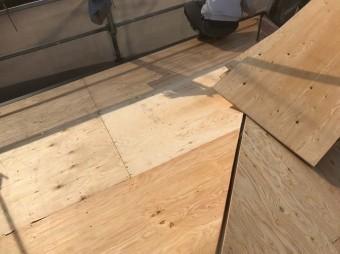 天理市 セメント瓦 野地板設置