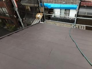 差し掛け屋根にガルテクト設置