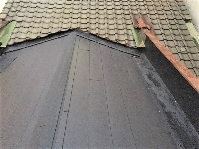 ガルテクト施工中の屋根