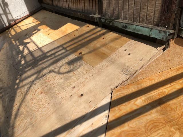 下屋の野地板の増し張り