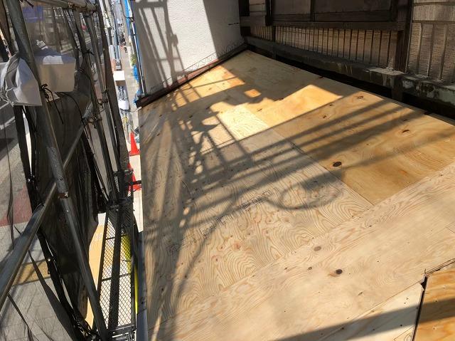奈良市の雨漏り工事で下屋の野地板