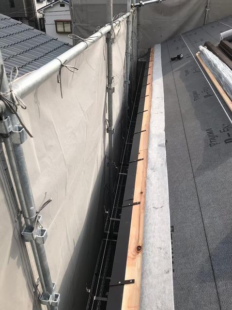 生駒市で雨樋金具の吊り下げ式設置