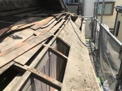 王寺町の妻下部分の瓦の撤去