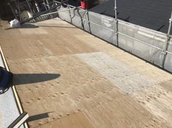野地板の増し張りと足場
