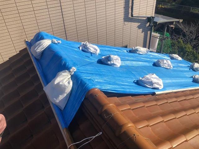 三宅町で台風被害に遭いブルーシートで応急処置