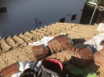 葺き替え工事開始瓦解体