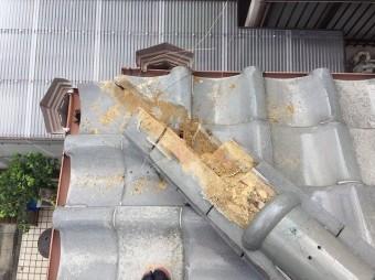 橿原市で下屋根の棟瓦の積み直し