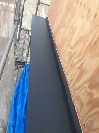 香芝市の新築住宅の庇にガルバリウム鋼板