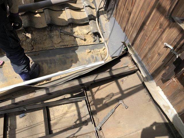 奈良市の雨漏り補修前の下屋根