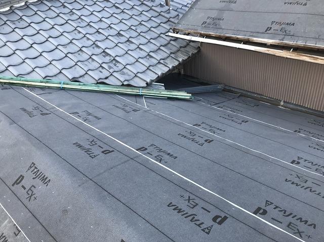大和郡山市の屋根に防水紙設置