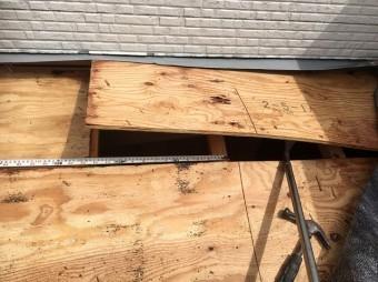 香芝市のトタン屋根の古い野地板の点検