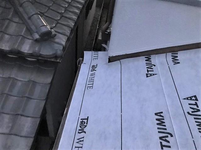 防水紙の設置と取り合い部分