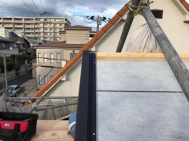 五條市の入母屋屋根にケラバ水切り
