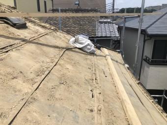王寺町で粘土瓦屋根の瓦解体作業