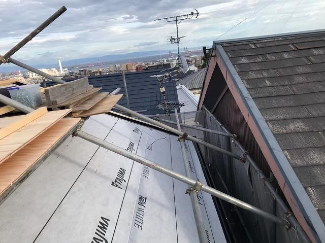 御所市の入母屋屋根に軒先水切り