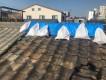 切妻屋根の棟瓦とシート