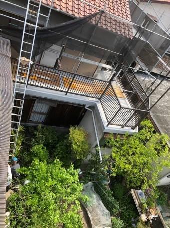 2階へかけたはしご