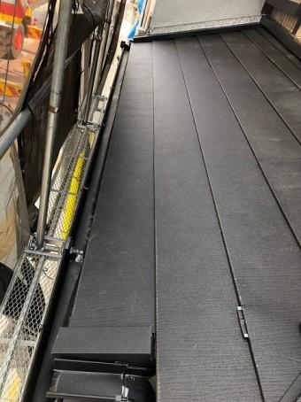 奈良市の雨漏り工事で下屋根にスーパーガルテクトを設置