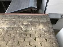 工事前のコケが発生しているアスファルトシングル屋根
