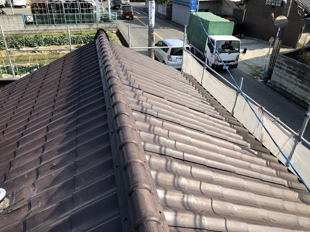 奈良市で築30年以上のセキスイ瓦Uを葺き替えで剥がしていきます