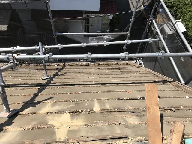 瓦を剥がし終えた屋根の様子