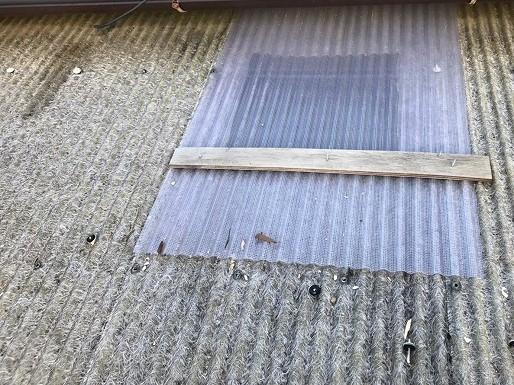 奈良市のリフォーム前の割れた波板屋根