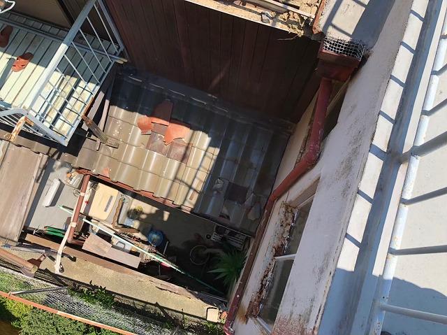 長屋二階建て瓦屋根の現場調査