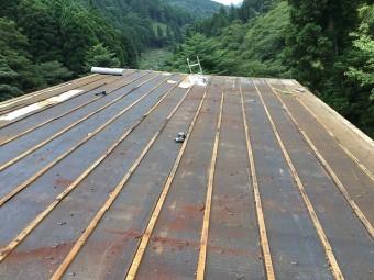 古い屋根材撤去後