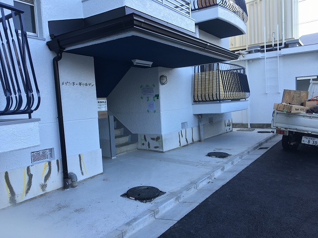 奈良市のマンション玄関の雨樋工事後