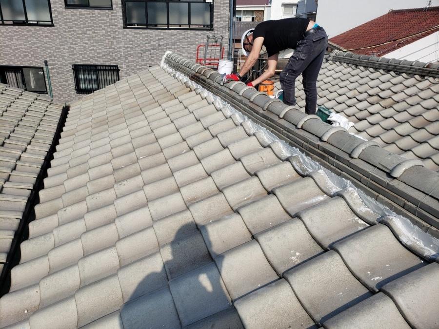 大阪市内の漆喰詰め直し工事施工中