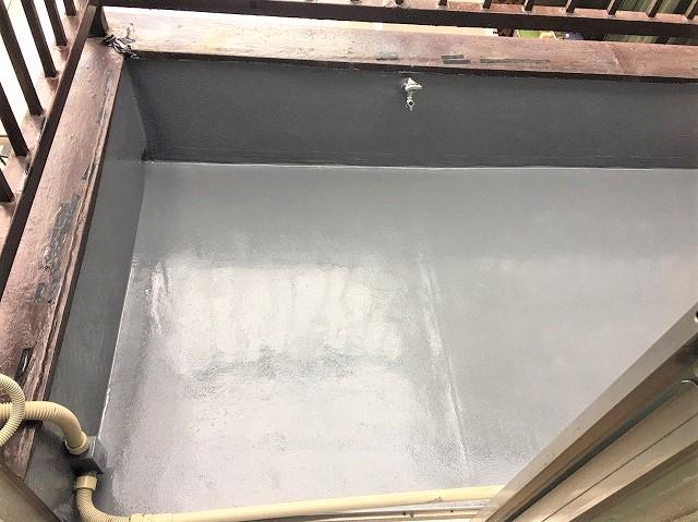 奈良市のベランダの防水工事でアクリル防水のトップコート仕上げ完成