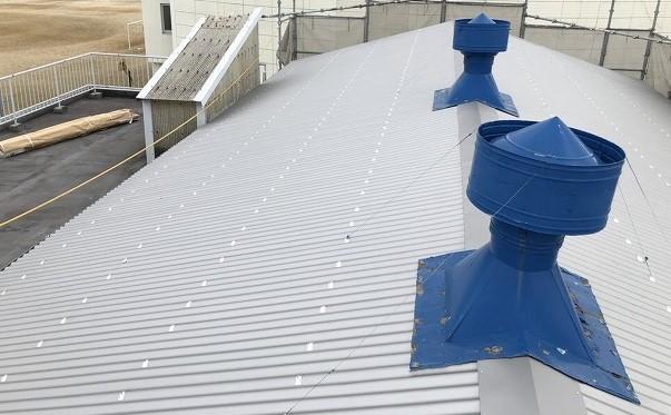 王寺町の青いルーフファンのリファインルーフ屋根