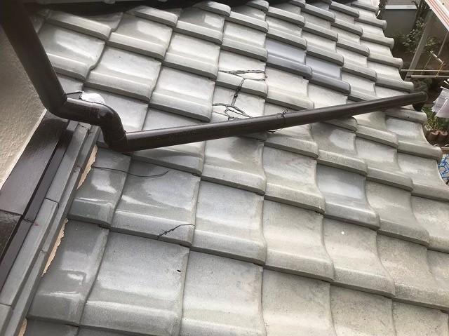 広陵町で釉薬瓦の補修跡と割れ