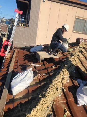 棟瓦の解体と葺き土